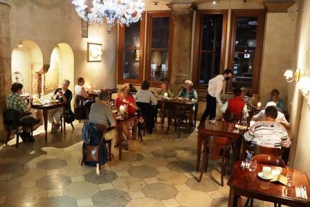 35 RR Polen Krakau Abendessen am Ring