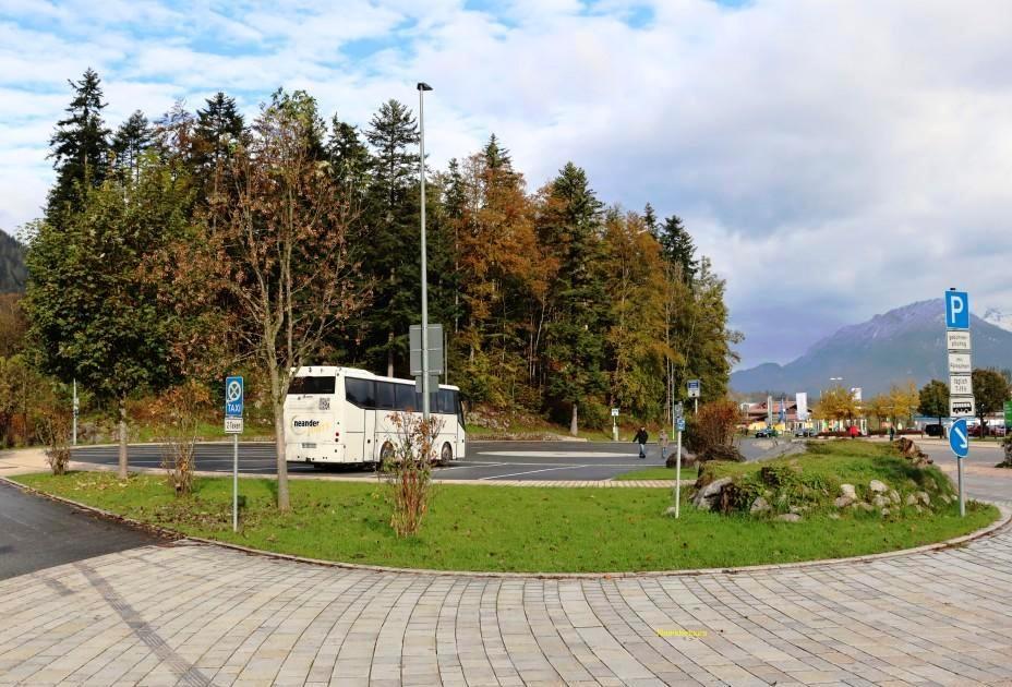 4 Bad Reichenhall Ein einsamer Bus am Königssee