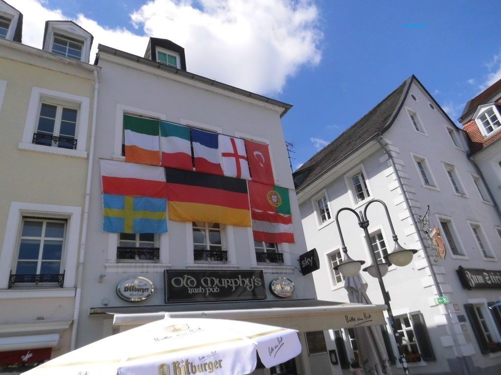 10 Saarland viele Nationen Fahnen